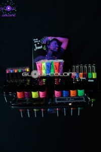 Presentoir_Maquillage_fluo_special_Stand_et_revente_UV_actif_neon