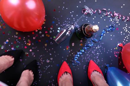 Mariage fluo ballons confettis